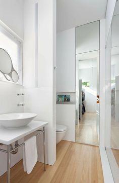 Salle de bains ultra moderne en blanc