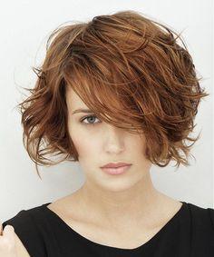 Výsledek obrázku pro krátké vlnité vlasy