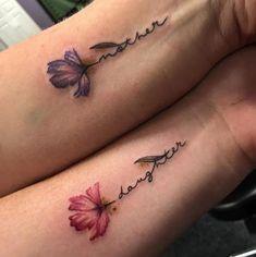 30 Mutter-Tochter-Tätowierungen, die dein Herz schmelzen - Tattoosideen 30 mother-daughter tattoos that melt your heart A tattoo that evokes the love between mother and daughter is always a good idea, Mini Tattoos, Leg Tattoos, Tattoos Of Kids Names, Flower Tattoos With Names, Tattoo Names, Memory Tattoos, Tiny Flower Tattoos, Floral Tattoos, Heart Tattoos