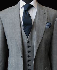 A Beckett & Robb classic. This look has inspired a LOT of wedding suits. Custom suit, shirt, tie, and pocket square all by Beckett & Robb. Gentleman Mode, Gentleman Style, Men's Suits, Navy Suits, Sharp Dressed Man, Well Dressed Men, Terno Slim, Mode Costume, Look Man