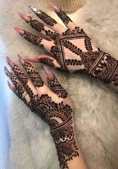 50 Most beautiful Varanasi Mehndi Design (Varanasi Henna Design) that you can apply on your Beautiful Hands and Body in daily life. Mehndi Designs 2018, Modern Mehndi Designs, Mehndi Design Pictures, Mehndi Designs For Girls, Mehndi Designs For Fingers, Dulhan Mehndi Designs, Pretty Henna Designs, Henna Tattoo Designs Simple, Finger Henna Designs