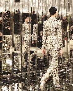 Chanel haute couture printemps-été 2017 #ChanelHauteCouture #ChanelHC17 #HC17 #SpringSummer2017 #SS17   Visitez espritdegabrielle.com #espritdegabrielle