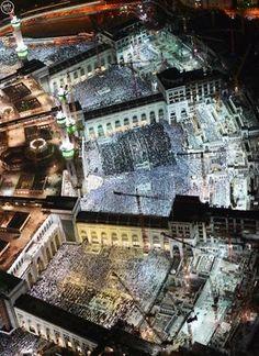 10 Amazing Aerial Photos from Makkah Taken During the Night of Ramadan - IlmFeed Mecca Masjid, Masjid Al Haram, Wonderful Places, Beautiful Places, Allah, Mekkah, Paradise On Earth, Islam Religion, Islamic Pictures