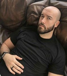 Bald Head Man, Shaved Head With Beard, Bald Man, Bald Men With Beards, Bald With Beard, Scruffy Men, Hairy Men, Bald Men Style, Bald Look