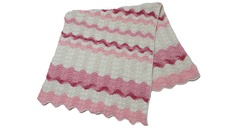 """Descontos especiais no frete de sua compra acima de R$ 150,00.  Manta de crochê ao estilo """"Missoni"""" em tom rosa e cru em linha fina de algodão com acabamento em crochê em toda a sua volta. Poderá ser utilizada como xale em cadeiras, poltronas, sofás, também ao pé de cama de solteiro e manta para berço. As cores podem variar."""