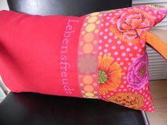 """Kissen - Kissen """"Lebensfreude"""" rot-pink - ein Designerstück von marea bei DaWanda"""