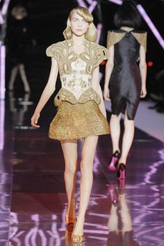 See the complete Alexander McQueen Spring 2008 Ready-to-Wear collection.