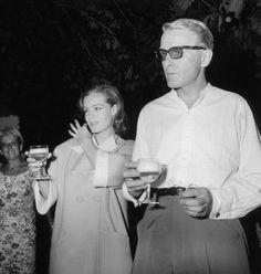 Romy Schneider et son mari Harry Meyen aux studios de la Victoire à Nice après leur mariage le 16 Juillet 1966.