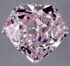 """Diamante """"Hortense""""  color rosa, di 20 carati, chiamato come Hortense de Beauharnais, figliastra di Napoleone, scomparso durante la Rivoluzione, riapparve e N. lo fece montare sull'elsa della spada. L'ultima donna ad indossarlo fu la regina Eugenia de Montijo, moglie di Napoleone III;  molti gioielli della corona furono venduti, ma non questo e il Régent che vennero conservati e esposti al Louvre. Quasi un secolo dopo si unì  un altro famoso diamante, il Sancy."""