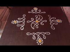 Rangoli Designs Peacock, Simple Rangoli Border Designs, Rangoli Simple, Rangoli Borders, Free Hand Rangoli Design, Small Rangoli Design, Rangoli Designs Diwali, Rangoli Designs With Dots, Rangoli With Dots