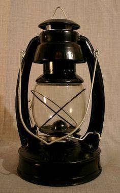 Old Lanterns, Oil Lamps, Kettle, Kitchen Appliances, Diy Kitchen Appliances, Tea Pot, Home Appliances, Boiler, Kitchen Gadgets