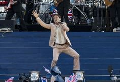 Last night the likes of Cheryl Cole, Jessie J, Kylie Minogue, Robbie Williams helped celebrate the Queen's 60 years on the throne with a massive concert put on outside Buckingham Palace by Gary Barlow. Gary Barlow, Cheryl Cole, Robbie Williams, Jessie J, Kylie Minogue, Put On, Sporty, Concert, Celebrities