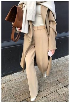 Beige Outfit, Camel Coat Outfit, Neutral Outfit, Beige Pullover, Pullover Outfit, Beige Sweater, Cream Sweater, Look Fashion, Fashion Models