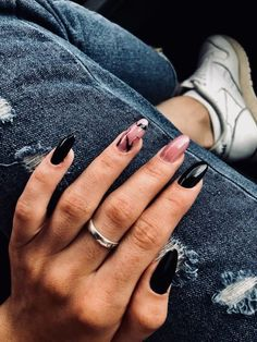 Wunderschöne Farben des Nagellack-Trends 2018 – Art, You can collect images you discovered organize them, add your own ideas to your collections and share with other people. Gorgeous Nails, Love Nails, Fun Nails, Cute Black Nails, White Nails, Coffin Nails, Acrylic Nails, Gel Nail, Nail Polish Trends