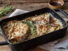 Unter der Käsedecke: Überbackenes Kotelett mit Kartoffeln