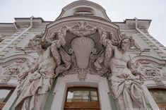 Каждый из вас замечал, что практически в любом мегаполисе с богатой историей есть свой «дом с атлантами». Статуи древнегреческих богов-титанов, украшающих фасад,…