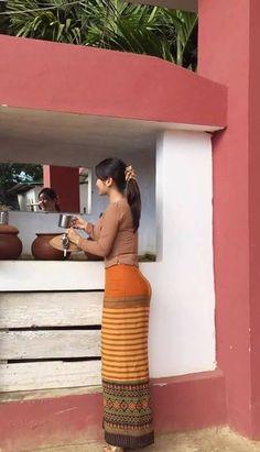Beautiful Chinese Women, Beautiful Asian Girls, Model Girl Photo, Burmese Girls, Roll Hairstyle, Myanmar Women, Thai Art, Attractive Girls, Girls Fashion Clothes