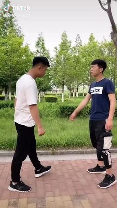Fight Techniques, Martial Arts Techniques, Self Defense Techniques, Martial Arts Videos, Martial Arts Workout, Martial Arts Training, Boxing Training, Self Defense Moves, Self Defense Martial Arts