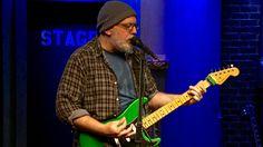 58DBDC72-guitar-master-mike-keneally-performs-roots-twist-on-emgtv-video-image.jpg (645×363)