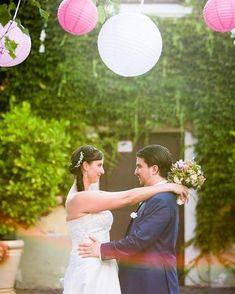 """""""A boldogság két összeolvadó szív szerelmén alapszik melyet a sírig tartó összeköttetés biztosít. - Az a lépés mely ezen összeköttetésnek kezdetet ád - az életnek legfontosabb lépése.""""  #vividesign #esküvő #fotózás #esküvőifotózás #éljenazifjúpár #frissházasok #boldogság"""