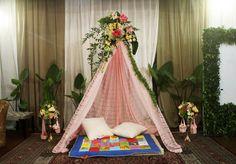 Dekorasi rangkaian bunga dan tenda bahan lace pink+asessoris bantalan-bantalan