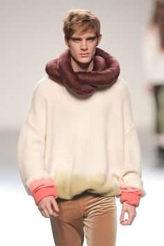 I'm diggin' this sweater and scarf by María Glück.