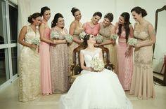 Foto com as Madrinhas | Casamento | Wedding | Casamento de noite | Madrinha de Casamento | Vestido de Madrinha | Bridemaid | Bridemaid Dresses | Madrinhas com Vestido Diferente | Inesquecível Casamento