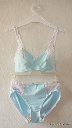 Blue and white lace set (Danglez DB5) by Novita