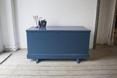 Kist donkerblauw verven? En vooral als tafel of bankje gebruiken?