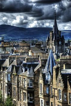 Edinburgh, Scotland ~ This shows the beauty of some of the older Buildings in the City.but they are by no means the oldest buildings in Edinburgh. Places To Travel, Places To See, Travel Destinations, Holiday Destinations, Wonderful Places, Beautiful Places, Places Around The World, Around The Worlds, Old Town Edinburgh