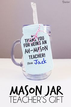 DIY Gifts for Teachers: Mason Jar Mugs - Darice - This Mason Jar Teacher's Gift is super easy and practical with a matching free printable tag! Homemade Teacher Gifts, Diy Gifts In A Jar, Diy Gifts To Sell, Jw Gifts, Diy Gifts For Friends, Diy Crafts For Gifts, Jar Crafts, Mason Jar Mugs, Mason Jar Gifts