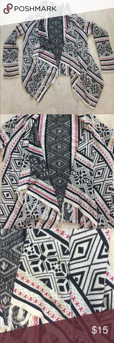 Girls Roxy Aztec flowy sweater Girls size S Aztec print flowy sweater. Excellent condition.   👠Unless otherwise stated NWT, all items are from my PERSONAL closet and GENTLY used. Please do not expect UC to look NWT. 👠  💋Please ask any questions you may have BEFORE purchase.💋  ❤️ Bundle together with other items for the cutest outfit, and best deal!! ❤️  ❗️PLEASE USE THE OFFER BUTTON TO SUBMIT OFFERS.❗️  🎀As always HAPPY POSHING. 🎀 Roxy Shirts & Tops Sweaters