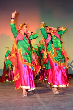 Giddha dance from Punjab, India Folk Dance, Dance Art, Cultural Dance, Punjabi Culture, International Dance, Dancing Day, Dance Photography, Lions, Asian