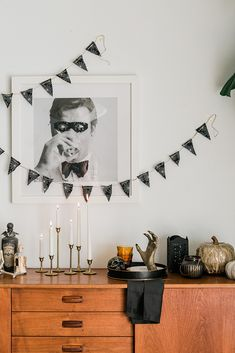 "DIY Halloween (aka ""Falloween"") Décor Tips Diy Halloween, Modern Halloween Decor, Halloween House, Holidays Halloween, Halloween 2020, Halloween Decorations, Halloween Bedroom, Halloween Queen, Halloween Jewelry"