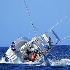 When going hard goes bad!  © Unk @offshore.fishing  #offshorefishing #outdoors360