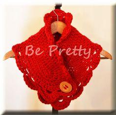 Gola de crochet, em lã vermelha fofinha, com botão de madeira. - Crochet cowl in fluffy red wool , with wooden button.