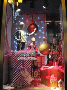"Fashion Window Displays | ... ""Unwrapped Mannequins"" Holiday Window Display 
