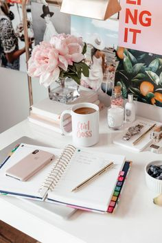 Today, we'll show you 20 inspirational home office decor ideas for 2019 you'll absolutely adore! Home Office Design, Home Office Decor, Home Decor, Desk Inspiration, Office Inspo, Office Style, Work Desk, Office Desk, Study Motivation