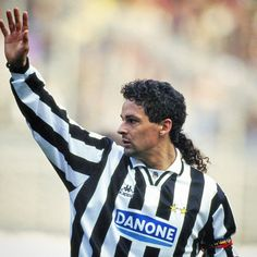「Birthday wishes go out to one of the greatest players football has ever seen. Many happy returns, Divin Codino #Baggio #RobertoBaggio #juve #juventus…」