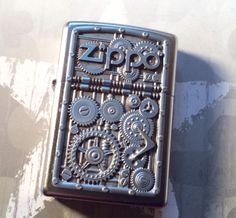 ZIPPO COLLECTABLE ( GEAR WHEELS ) HEAVY EMBLEM CHROME LIGHTER IN BOX
