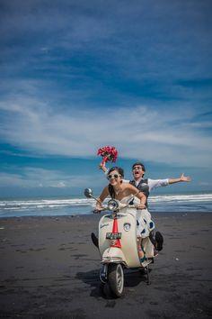 Post Wedding, Wedding Pics, Wedding Shoot, Wedding Ideas, Pre Wedding Poses, Pre Wedding Photoshoot, Wedding Photography Poses, Couple Photography, Vespa Wedding