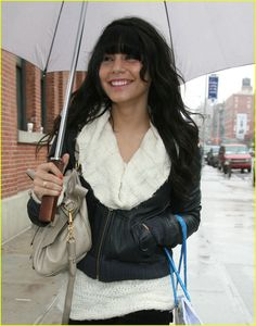 vanessa hudgens bangs 25 A super smiley (and solo) Vanessa Hudgens shows off a new set of bangs as she goes on a shopping spree in rainy New York City on Wednesday afternoon.    The 19-year-old…