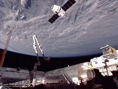 NASA Space X Great Red Dragon Photos | Like a bird swooping to its perch, the Dragon cargo ship moves into ...