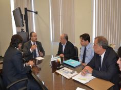 Secretário recebe prefeitos do interior e de Arujá em seu gabinete