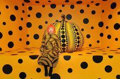 Yayoi Kusama with Pumpkin Photo courtesy of Ota Fine Arts, Tokyo / Singapore / Shanghai; David Zwirner, New York, ©Yayoi Kusama. Jeff Koons, Nagano, Neo Pop, Museum Of Modern Art, Art Museum, Unity In Art, Pop Americano, Yayoi Kusama Pumpkin, Eva Hesse