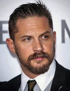 Sharp Slick-Back with Beard - Best Tom Hardy Haircut Tom Hardy Tattoos, Tom Hardy Haircut, Tom Hardy Hot, Tom Hardy Beard, Tom Hardy Legend, Male Model, Attractive Men, Good Looking Men, Bearded Men