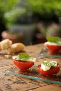 Tomatoes, basil & Mozzarella from Kos is op die Tafel! Courtesy of Lapa Publishers. Photo by Adriaan Vorster
