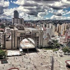Foto de @maozache Otra vista que describe La Plaza Diego Ibarra en el centro de Caracas y sus alrededores    En la Ciudad de la Furia #ccses #caracascaos #ig_caracas #ciudad_ve #ccs_entrecalles #insta_ve  #ccs #caracas #caminacaracas