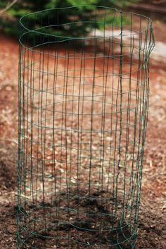 How to Build a Potato Tower - One Hundred Dollars a Month Diy Garden Bed, Backyard Garden Design, Garden Trellis, Garden Tips, Garden Path, Garden Projects, Diy Projects, Bird House Plans Free, Urban Farming