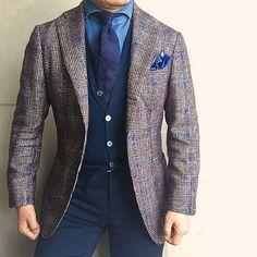 . 2016/10/26. . おはようございます. . このコーデ…暑いです☀️ . Jacket #Brillaperilgusto Shirts #GIANNETTO Cardigan #Drumohr Tie #LUIGIBORRELLI Chief #FRANCOBASSI Pants #PT01 * * * #mensstyle #mensfashion #menswear #mnswr #wiwt #fashion #fashionstyle #fashionable #me #photooftheday #picoftheday #instagood #instastyle #instafashion #IGfashion #instacool #coordinate #dapper #ootd #outfit #outfitpost #fashiongram #gentleman